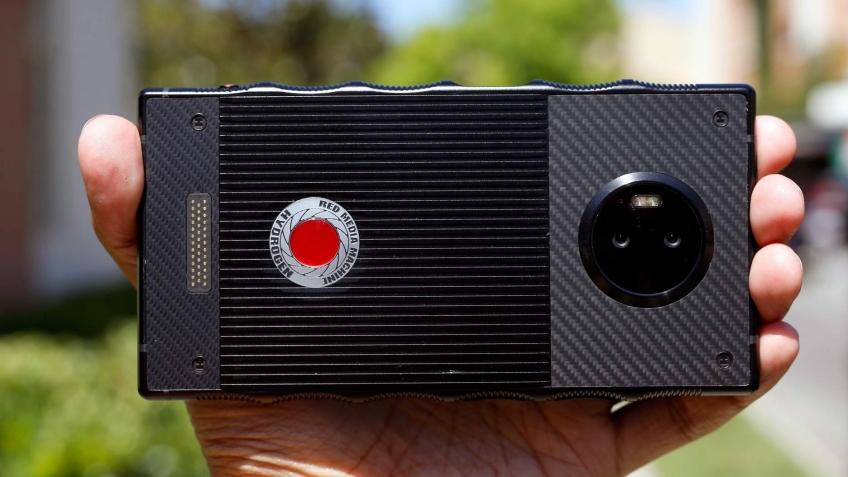 Опубликованы характеристики «голографического» смартфона RED Hydrogen One