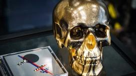 Хидео Кодзиме подарили альбом группы «Кино» и череп в стиле Death Stranding