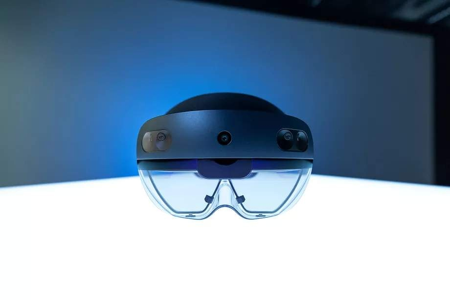 Гарнитура HoloLens2 вышла в продажу