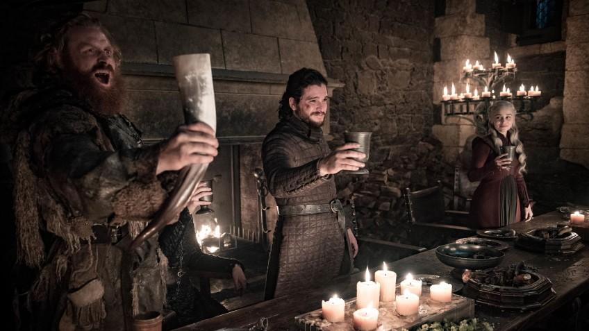 Эмилия Кларк рассказала, кто оставил кофе в кадре одной из серий «Игры престолов»
