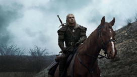 На свежих фото со съёмок «Ведьмака» Геральт пересел на новую лошадь