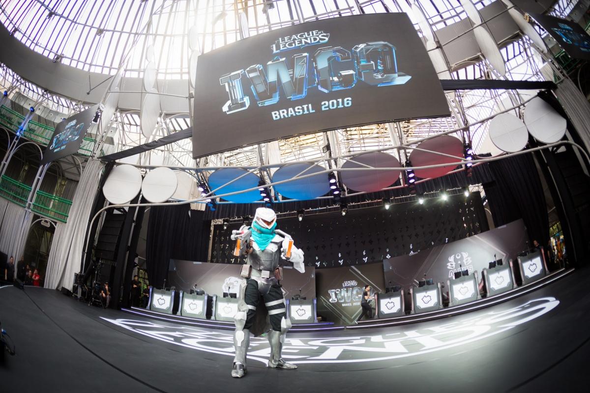 Albus Nox Luna прошла в финал чемпионата мира по League of Legends