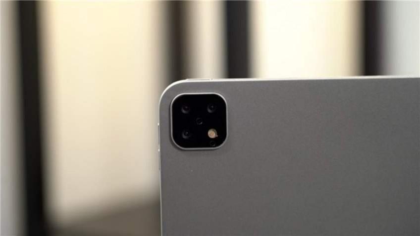 iPad Pro 2019 с тройной камерой показали на живых фото