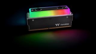 Thermaltake выходит на рынок памяти и выпускает столы с подсветкой