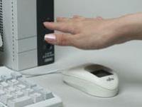 Мышка Fujitsu сканирует руку