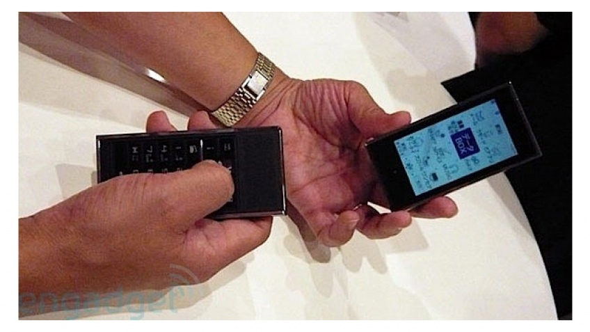 Двойные мобильники, новая концепция DoCoMo