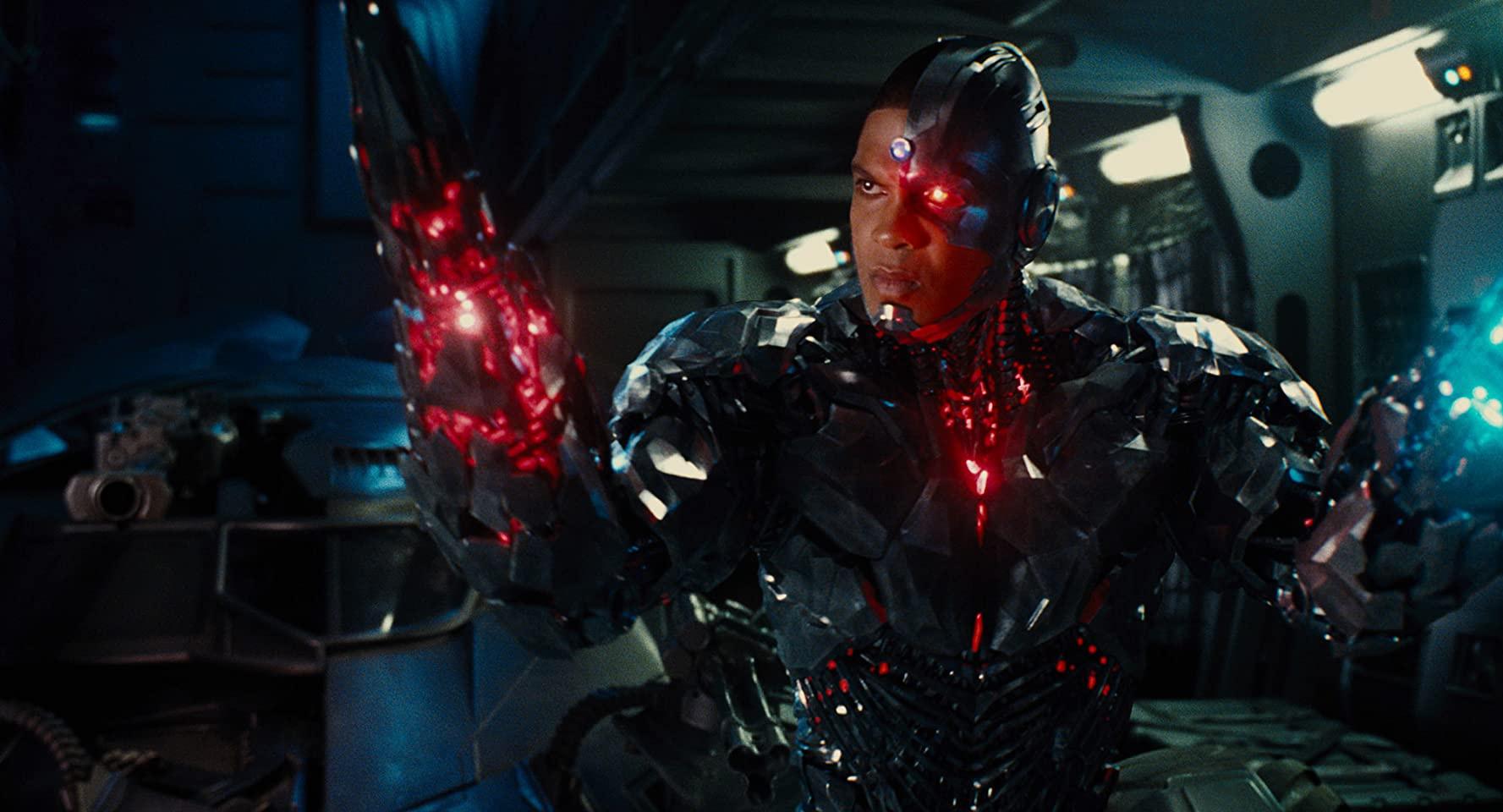 Рэй Фишер продолжает выступать против студии Warner Bros.