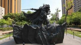 Blizzard установила на Тайване огромную бронзовую статую Артаса