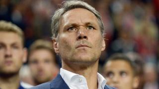 ЕА после неудачной шутки футболиста Марко ван Бастена убрала его карточку из FIFA 20