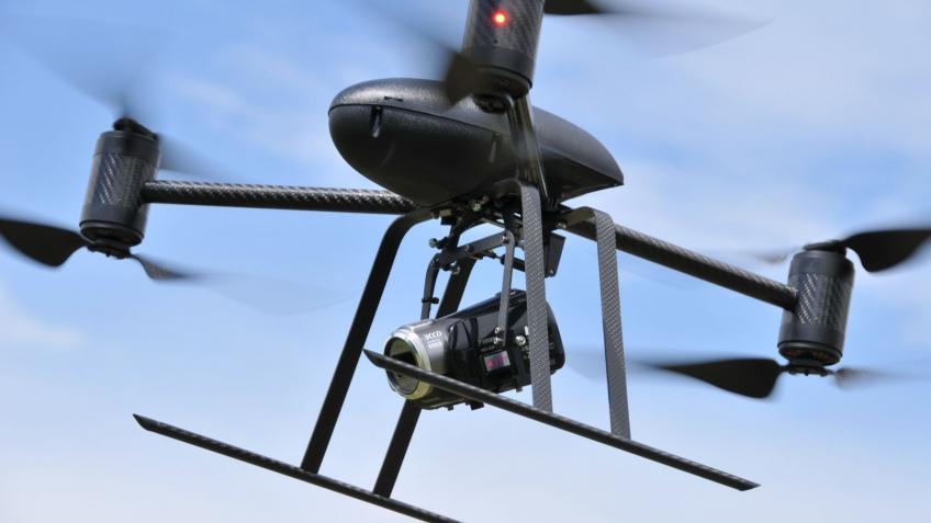 Робосамолет DraganFlyer снимет с высоты, захватит планету