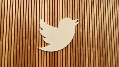 РКН пригрозил Twitter и Facebook штрафами за невыполнение требований