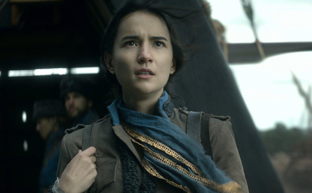 Netflix показал первые кадры экранизации фэнтези «Тень и кость»