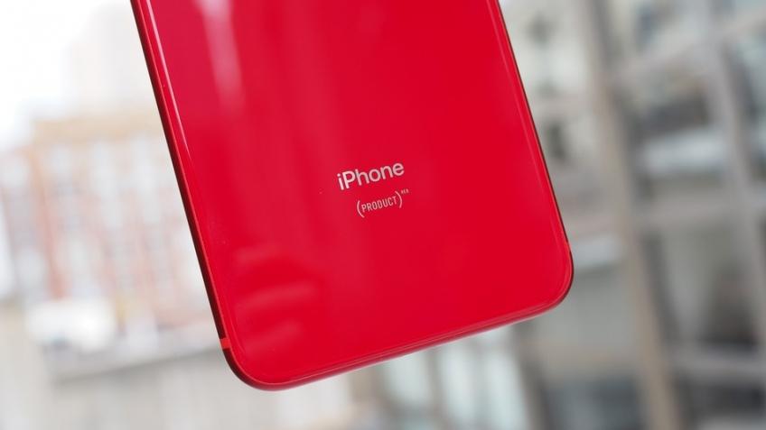 Опубликованы живые фото iPhone XC с двумя SIM-картами