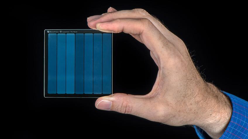 Microsoft разрабатывает стеклянные накопители, которые сохранят информацию на тысячи лет