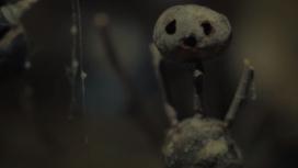 Загадочный маньяк и странные фигурки в тизере сериала «Каштановый человечек»
