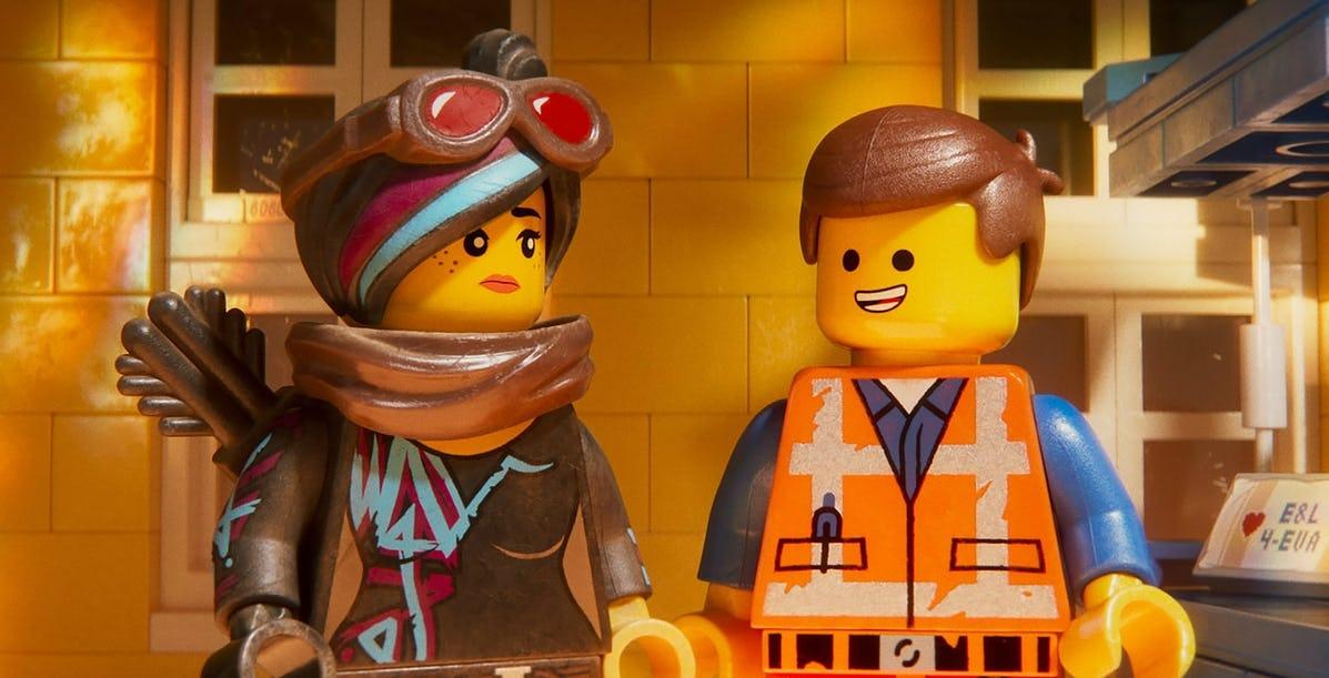 Герои «Лего. Фильм 2» уже празднуют Рождество