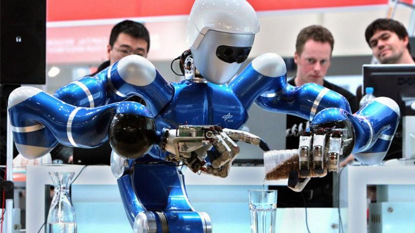 CeBIT 2009: роботы заваривают чай, убираются