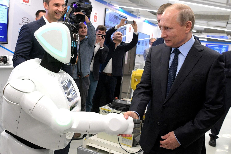 Путин подписал стратегию развития ИИ в России
