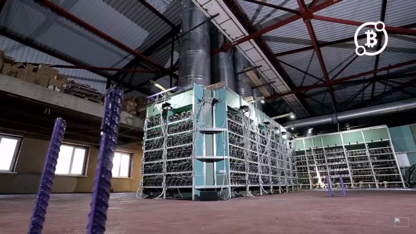 На YouTube показали самую большую в России ферму для добычи биткоинов