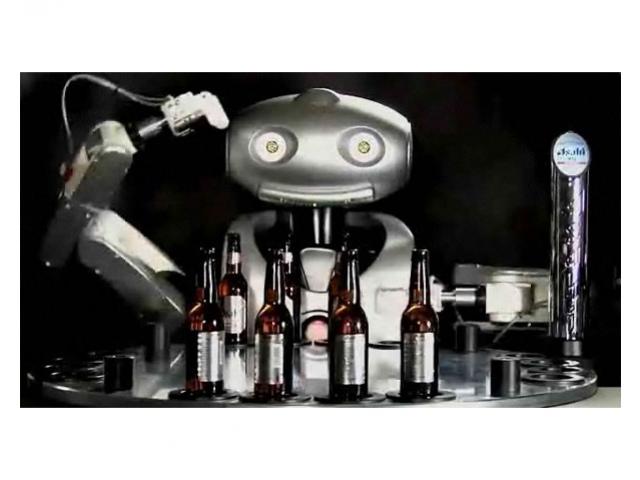 Робот от Asahi нальет пива