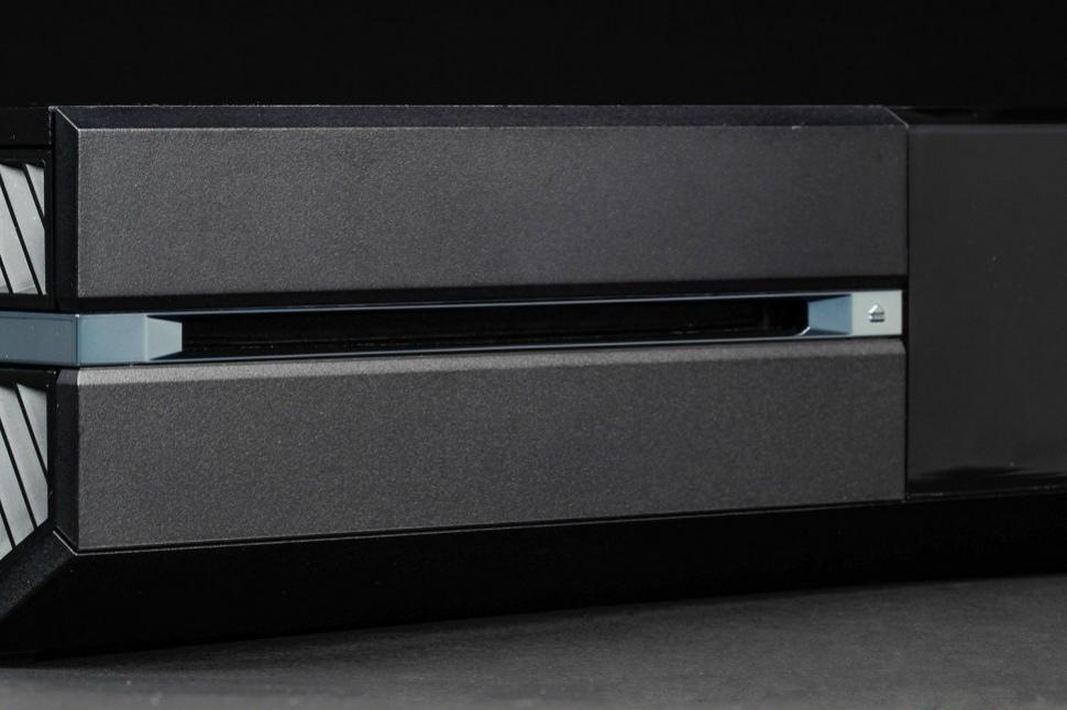 Пользователи Xbox One сообщают о неполадках с дисководом