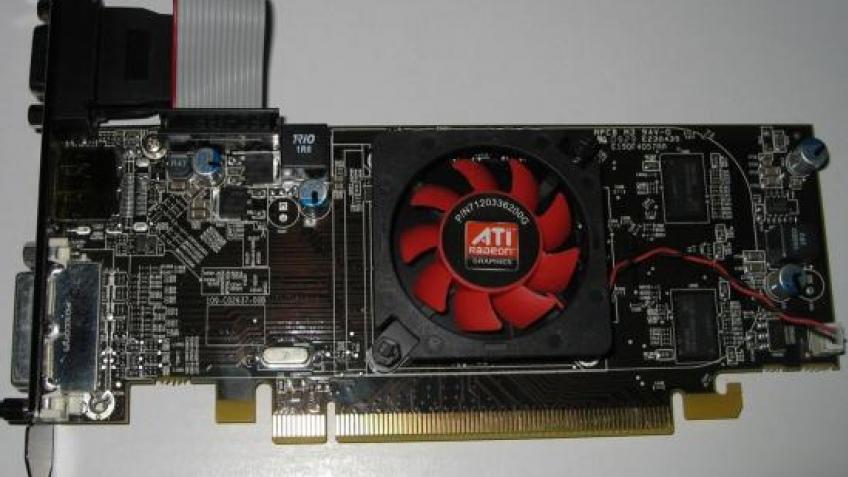 Фотография самой дешевой видеокарты AMD для DirectX11