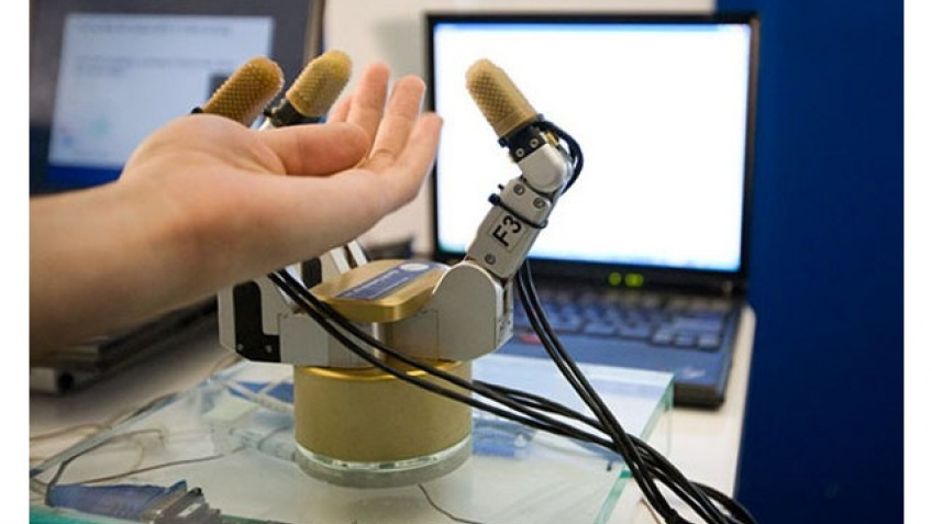 Нервная робо-рука от Intel