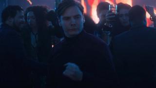 Marvel выпустила часовое видео танцующего Земо из «Сокола и Зимнего солдата»
