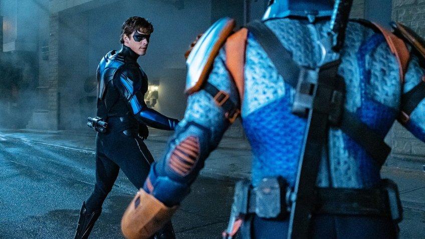 Найтвинг сражается с Дэфстроуком на кадрах финала второго сезона «Титанов»
