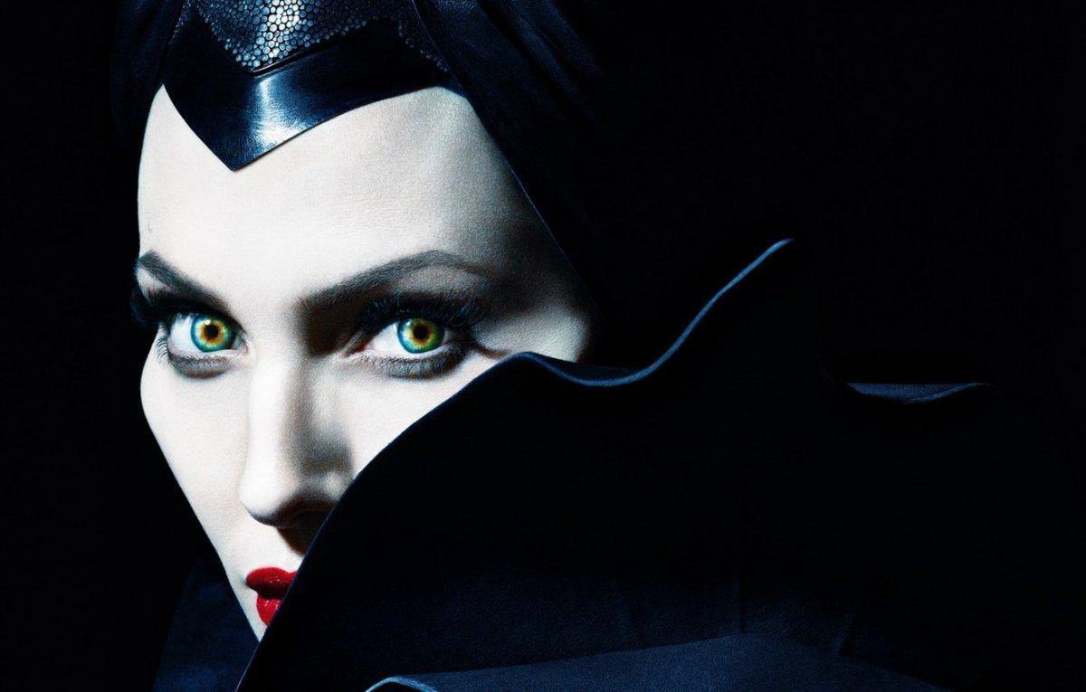 Джоли приходит в ярость в новом трейлере «Малефисента: Владычица тьмы»