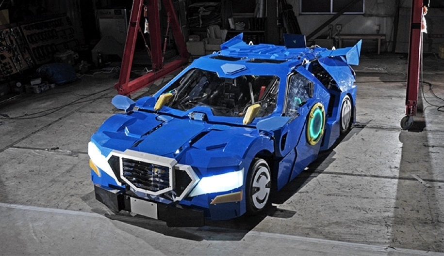 Японцы показали четырёхметрового робота-трансформера