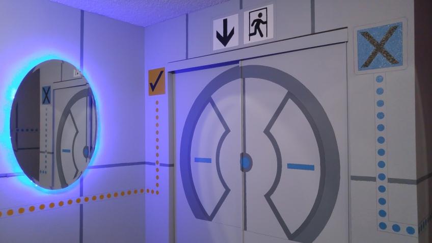 Отец превратил комнату сына в лабораторию Aperture Science из Portal