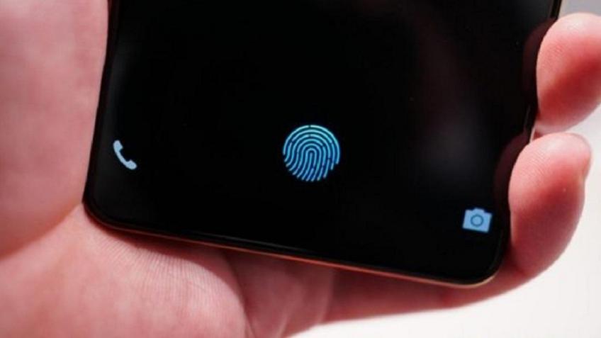 Так может выглядеть смартфон Самсунг счетырьмя тыльными камерами